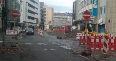 Sanierung sperrt                              die Oststraße