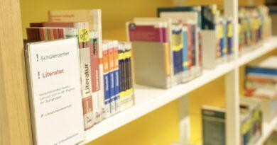 Im KAP 1 gibt es eine Jugendbibliothek